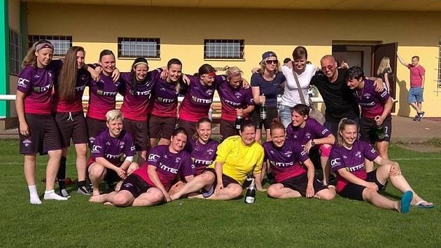 Fotbalistky znovu vyhrály a mohly začít slavit.