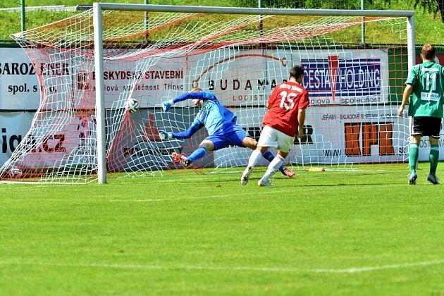 Ovyrovnávací gól Třince se postaral na zadní tyči nehlídaný Miroslav Ceplák.