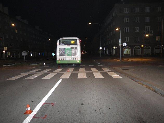 Místo srážky autobusu a chodce na Hlavní třídě vHavířově.