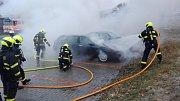 Zásah hasičů u požáru automobilů na Selské ulici v Havířově.