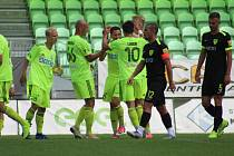 Fotbalisté Karviné se radují z výhry nad Žilinou.