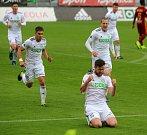 Karvinští fotbalisté (v bílém) poslali Duklu do druhé ligy.