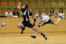 Hráči Karviné a Prešova si sice zahráli v tuto chvíli na atlety z probíhajícího MS v Ósace (jeden skáče do dálky, druhý finišuje sprint na 100 metrů), ale ve skutečnosti se jedná skutečně o házenou.