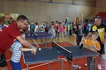 Ping-pongová show Jeden za všechny, všichni za stůl.