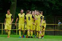 Těšíňané (ve žlutém) se radují z první výhry v sezoně.