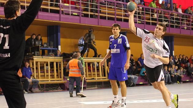 Bývalý hráč Baníku Vojtěch Petrovský de facto porazil své někdejší spoluhráče.