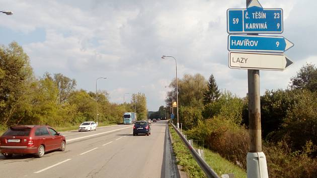 V orlovské části frekventované Ostravské ulice došlo k úpravě v organizaci dopravy. Původně průběžný jízdní pruh je již několik týdnů pruhem odbočovacím.