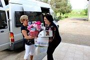 ADRA pomáhá dětem a rodinám v Mukačevu a okolí. Předání pomoci škole na předměstí Mukačeva.