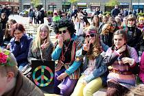 V Českém Těšíně uspořádali v pátek studenti středních škol tradiční majáles. Tentokrát ve stylu hippies.