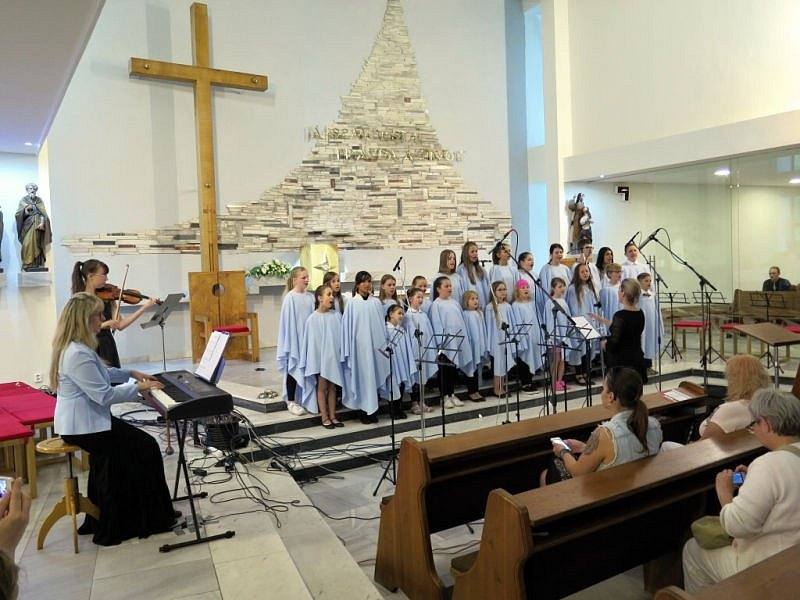 Bohoslužbu, prohlídku věže se zvony, osvětu, historii kostela, soutěž pro děti a hlavně hodnotný kulturní program plný hudby a zpěvu nabídla páteční Noc kostelů v havířovském chrámu sv. Anny.