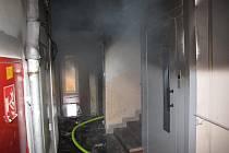 Požár bytu v panelovém domě v karvinské Božkově ulici.