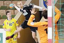 Talentovaný Jakub Zbořil (s míčem) se chce prosadit v Německu.