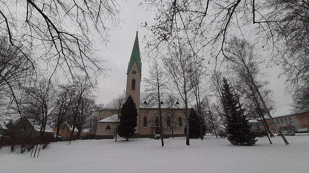 Katolický kostel vAlbrechticích.