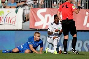 Prvoligové fotbalisty Karviné čeká v derby třetiligový Frýdek-Místek.