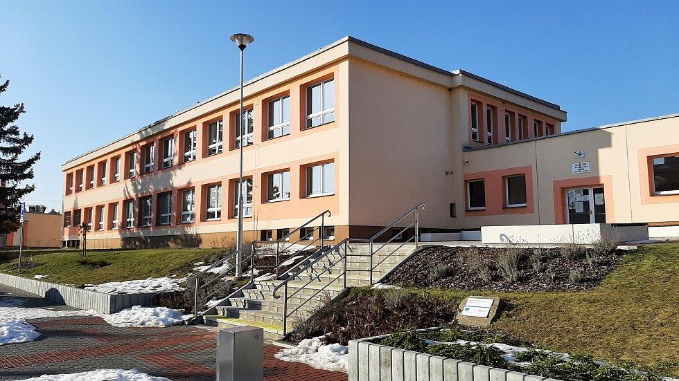 Těrlicko, budova základní školy.