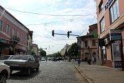 Momentka z dopravního provozu v centru Mukačeva.