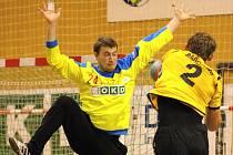 Brankář HCB OKD Vít Pyško (vlevo) bere angažmá v Karviné jako výzvu.