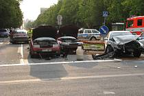 Nehoda na křižovatce u hotelu Merkur.