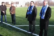 Libor Pristáš (druhý zprava) se práce pro fotbalový klub MFK Havířov nevzdal ani v době, kdy byl nařčen, že zpronevěřil jeho peníze. V té době dokázal získat dotace na stavbu hřiště s umělou trávou.