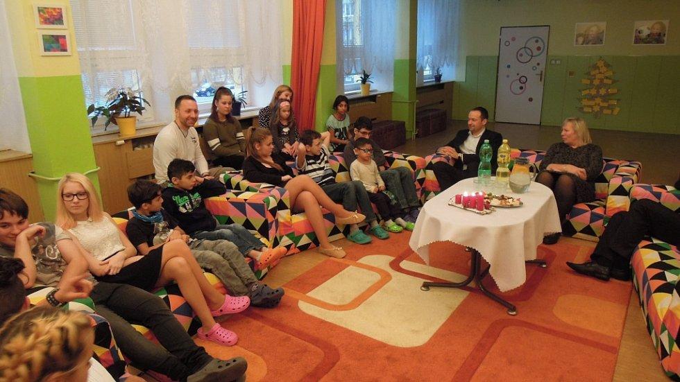 Nadílka radničního Ježíška se svátečním posezením v Dětském domově Sluníčko.