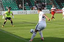 Karvinští (v bílém) s polským Zabrze jen remizovali, ale hlavně v první půli měli několik gólových šancí.