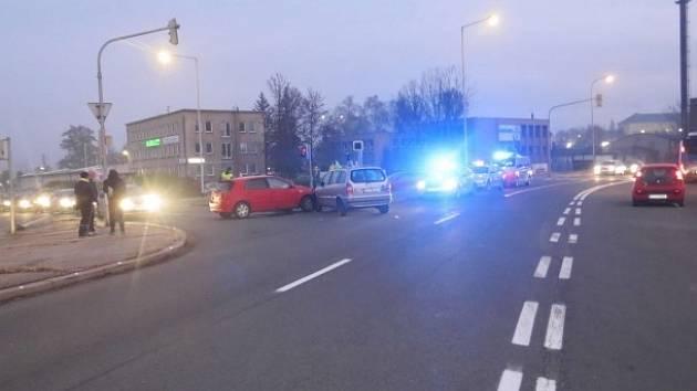 Nehoda na křižovatce ulic Nádražní a Sv. Čecha v Karviné se stala v pondělí ráno.