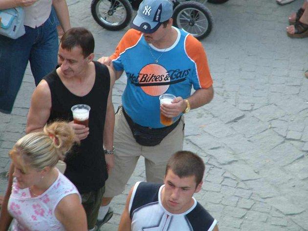 Zákaz prodeje piva na nedělním Dni Země v Karviné přerostl v blamáž.