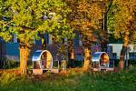 Polskou stranu nábřeží Olše naproti lokalitě Kontešinec na české straně zdobí nově neobvykle zpracované lavičky a relaxační prostory nazvané Kruhy času.
