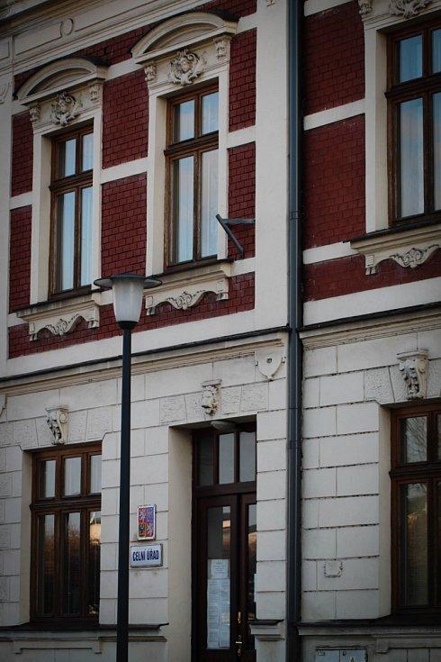 Hádanka č. 11: Zdobení domu, kde sídlí Celní úřad, ve Fryštátské ulici.