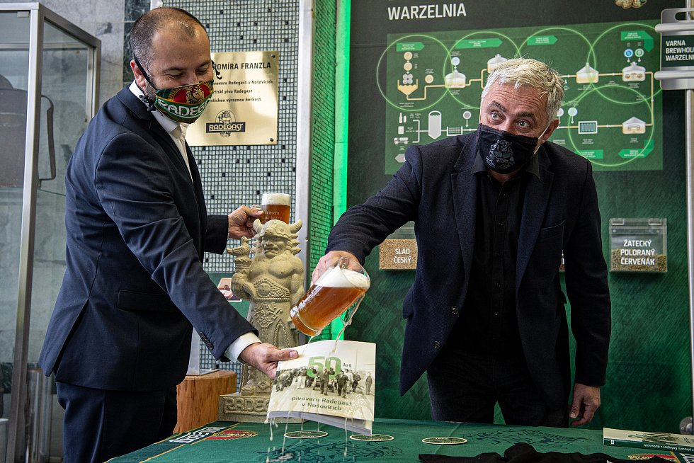 Křest knihy s názvem 50 let pivovaru Radegast v Nošovicích. 50 let od zahájení provozu pivovaru, 21. července 2020. Zleva ředitel ostravské pobočky Národního zemědělského muzea Ivan Berger, ředitel pivovaru Radegast Ivo Kaňák a sládek pivovaru Radegast Pe