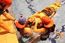 Výcvik životických dobrovolných hasičů při záchraně tonoucího.