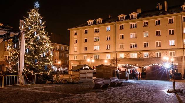 Na náměstí ČSA v Českém Těšíně se budou ve středu večer zpívat koledy.
