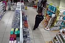 Poznáte zloděje na záběrech z kamery?