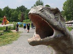 Pěkné počasí přívítalo o víkendu stovky návštěvníků do Dinoparku. Letošní rok se v doubravském pravěkém světě otevřelo několik novinek.