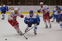 """Orlovští hokejisté """"koupili"""" ve Žďáře devítku."""