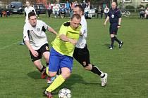 Fotbalové derby v I.A třídě mezi Stonavou (žluté dresy) a Albrechticemi nepoznalo vítěze.