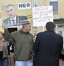 Stovky lidí protestovalo ve středu v Orlové proti uzavírání lůžkových oddělení v místní nemocnici.