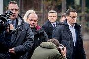 Polský premiér Mateusz Morawiecki (v bílé košili) navštívil 21. prosince 2018 Důl ČSM na Karvinsku, kde předešlého dne při výbuchu metanu zahynulo třináct horníků, z toho dvanáct Poláků.