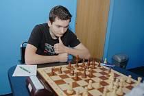 Vojtěch Zwardoň získal cenný bod ve Starém Městě. Letos patří k neúspěšnějším šachistům Karviné. Získal 70% bodů a jen jednou prohrál.