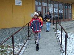 Zatím školáci, v budoucnu sem  ale možná budou chodit lidé ze Zimného dolu nakupovat.
