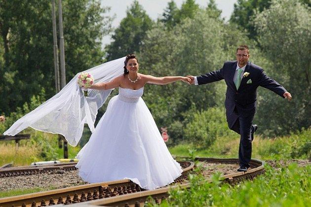 """Zuzana a Jan Cílkovi zKarviné si řekli své """"ano"""" 25.června 2016."""