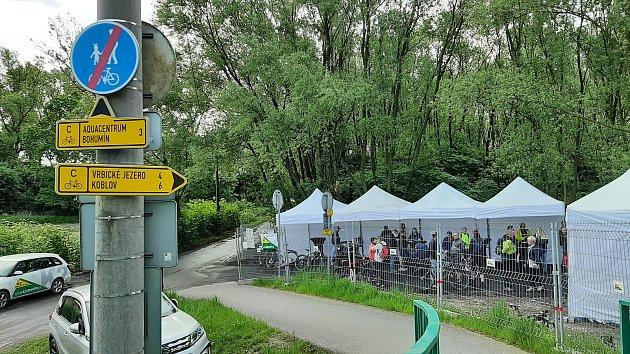 Nový úsek cyklostezky od Antošovické po Vrbickou lávku spojil po asfaltu Bohumín sOstravou.