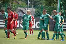 Karvinští fotbalisté (v zeleném) mají za sebou úvodní utkání přípravy.