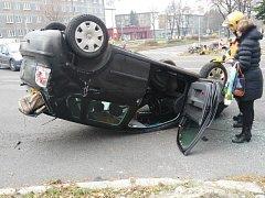 Důsledky vypnutých semaforů na opravované křižovatce v Dlouhé třídy a ul. 17. listopadu v centru Havířova poznávají na vlastní kůži řidiči. Naposledy v pátek dopoledne řidička Volkswagenu Polo.