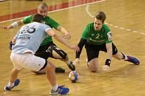 Házenkáři Karviné (v zeleném) prohráli doma s Hranicemi, když zaspali v první půli a v té druhé už ztrátu nedohnali.