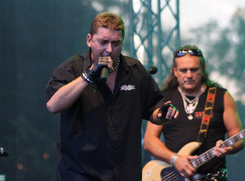 Na sobotních Hornických slavnostech v Karviné zahrála i kapela Vaťák