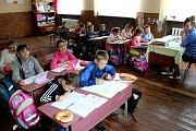 ADRA pomáhá dětem a rodinám v Mukačevu a okolí. Společná škola pro obce Bukovinka.a Kučava.