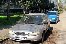 Město zdědilo starší fordku po muži, který žil v městském bytě v Bohumíně-Pudlově. Jde o stříbrný sedan s platnou technickou kontrolou, rok výroby 1998. Ve středu 30. června odpoledne se na radnici koná licitace, v níž mohou zájemci auto získat.