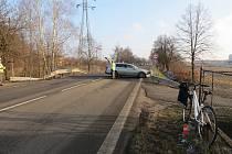 Nehoda osobního automobilu s cyklistou.