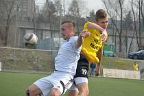 Mladí fotbalisté Karviné válčí o body v celostátní lize.